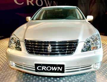 Toyota-Crown-Royal-Saloon-2010